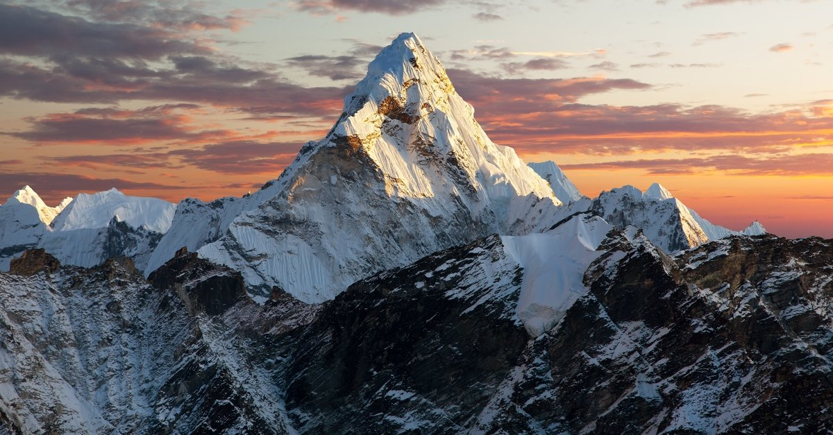 Double Amputee Climbs Mount Everest